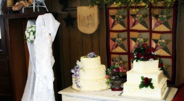 2 wedding cakes